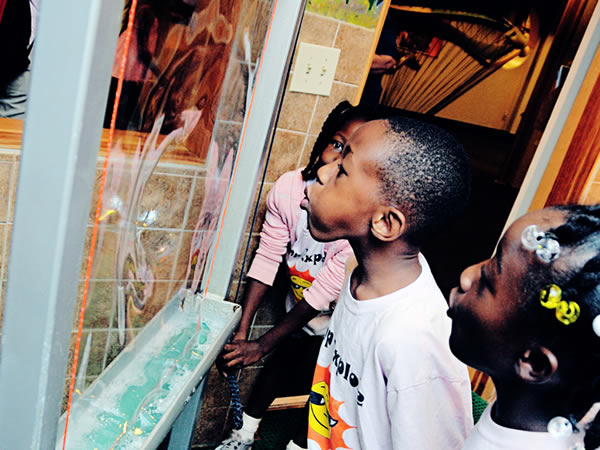 Kids exploring Bubble-Ology exhibition at Kid Senses.